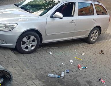 Policyjne małżeństwo uwolniło dziewczynkę z rozgrzanego samochodu....