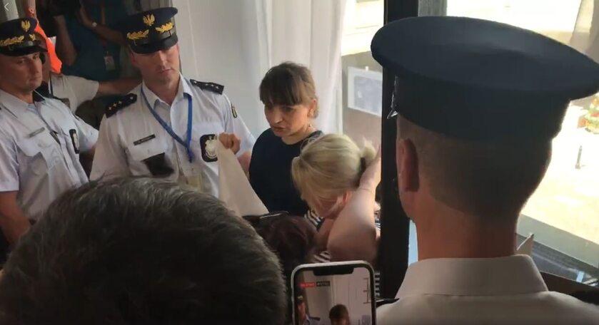 Dyskusja Straży Marszałkowskiej z protestującymi