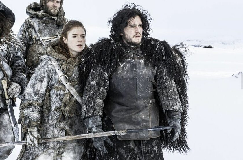"Rose Leslie i Kit Harrington jako Ygritte i Jon Snow w ""Grze o tron"""