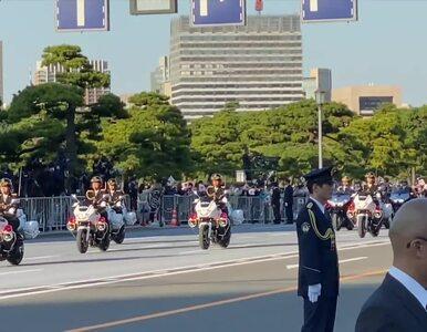 Parada na ulicach Tokio. Tysiące Japończyków powitało cesarza Naruhito