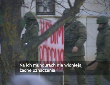 Niezidentyfikowani żołnierze patrolują ulice Symferopola