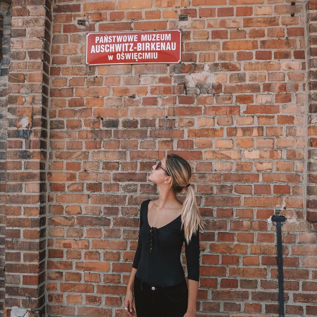 Lexie Alford w Oświęcimiu w Polsce