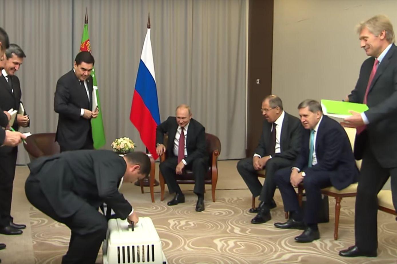 Nietypowy prezent dla Putina od prezydenta Turkmenistanu