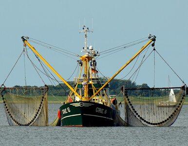 Rybackimi kutrami wypłynęli w morze, nie łowią jednak ryb. Intrygujący...