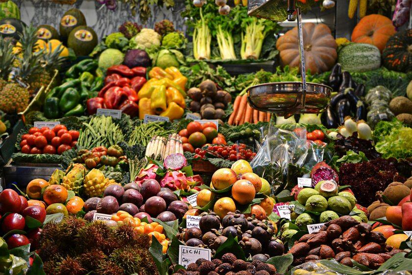 Owoce i warzywa na straganie