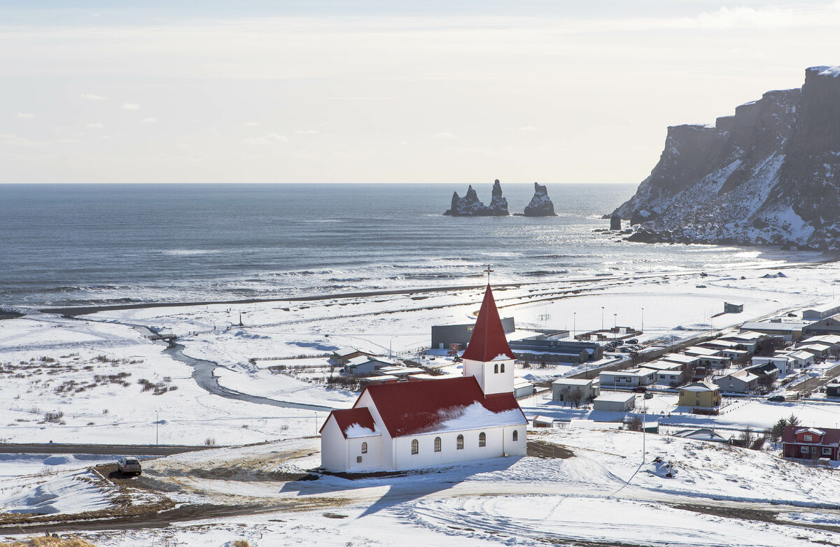 Islandia A village church in winter