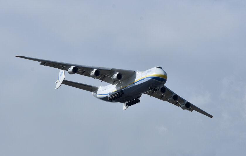 Lądowanie Antonowa An-225
