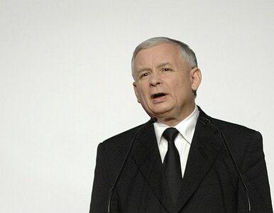 Kaczyński przed Pałacem: sprawa krzyża i pomnika musi się skończyć z...