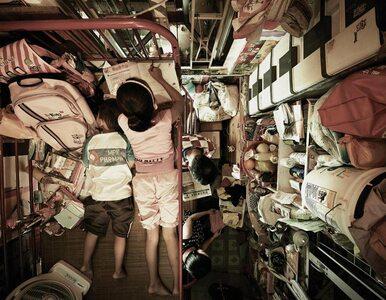 """Nie chcesz tak żyć: W """"trumiennych kwaterach"""" w Hongkongu mieszka nawet..."""