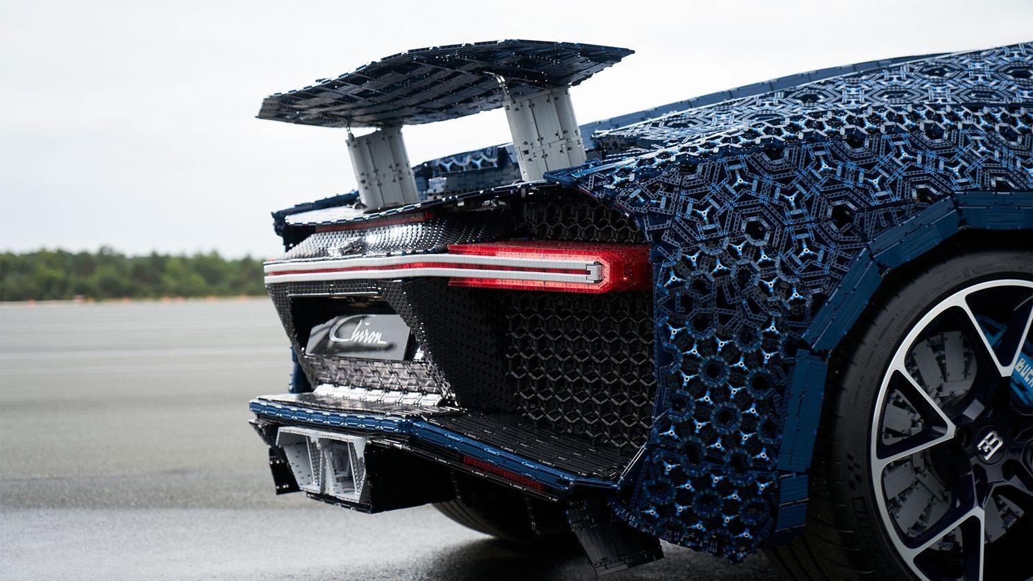 Bugatti Chiron zrobiony z klocków Lego