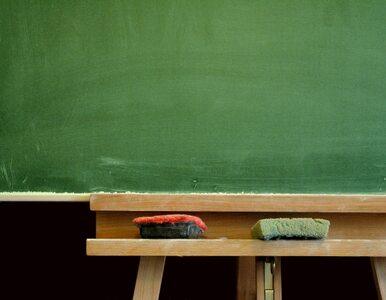 Szkoły zwalniają nauczycieli, by ich... zatrudnić