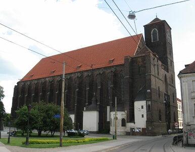 Nożownik zaatakował księdza we Wrocławiu. Duchowny przeszedł operację