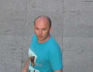 Uderzył kobietę w twarz i zabrał jej telefon. Rozpoznajesz tego mężczyznę?