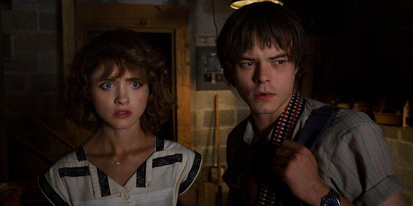 "Natalia Dyer i Charlie Heaton w serialu ""Stranger Things"""