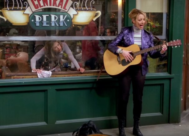 """Lisa Kudrow jako Phoebe Buffay w serialu """"Przyjaciele"""""""