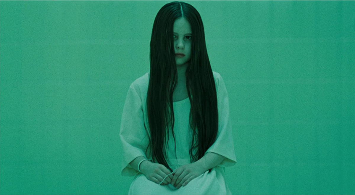 "Daveigh Chase jako Samara w filmie ""The Ring"" (2002)"