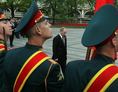 Putin chciał obejrzeć defiladę, więc samoloty rozgoniły chmury