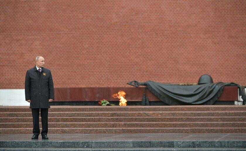 Władimir Putin przed Grobem Nieznanego Żołnierza w Moskwie