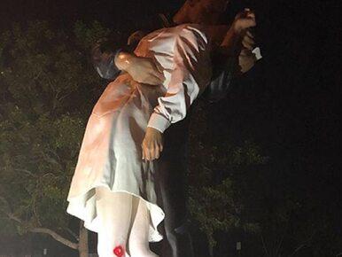 Ta scena była symbolem zakończenia II wojny światowej. Pomnik zniszczony...