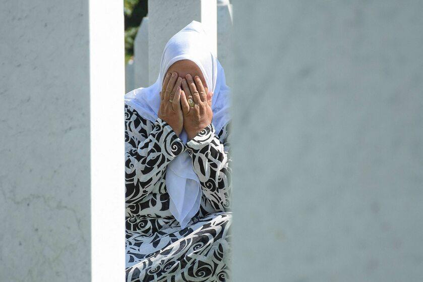 W 25. rocznicę ludobójstwa w Srebrenicy cmentarz odwiedziły rodziny pomordowanych