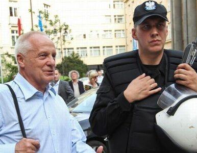 """""""Tusk pozwala bić dziennikarzy"""", """"Niesiołowski zaatakował demokrację"""""""