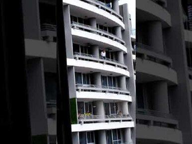 Kobieta wypadła z balkonu podczas robienia selfie. Do sieci trafiło...