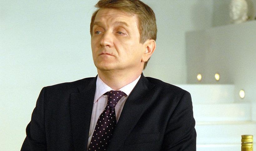"""Dariusz Kowalski w serialu telewizyjnym """"Plebania"""" zagrał:"""