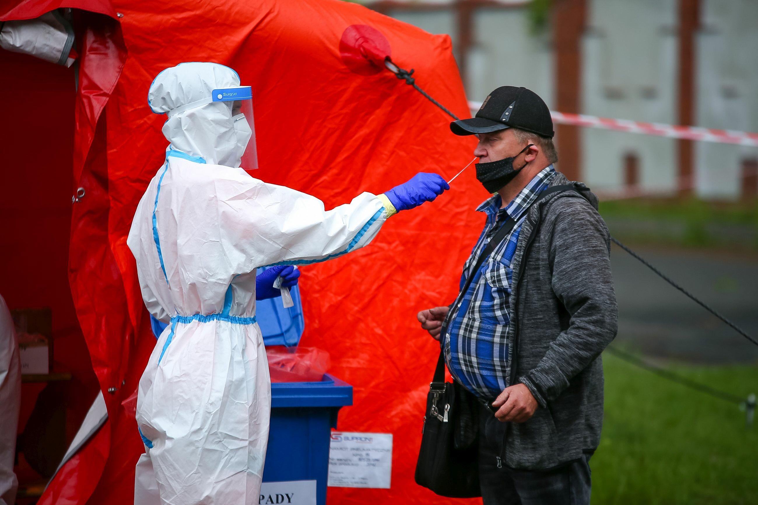 Test na koronawirusa przeprowadzany w Rybniku